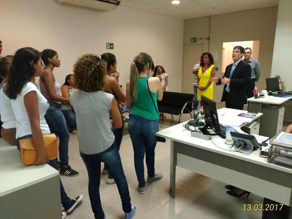 Debutantes do Projeto Sonho Azul Visitam o CICC