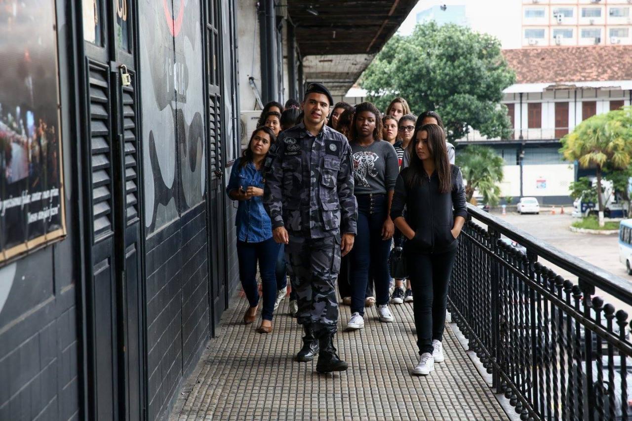 """Debutantes no BPChoque -""""nosso Batalhão de Choque não conhece ninguém forte..."""" - assista o vídeo"""