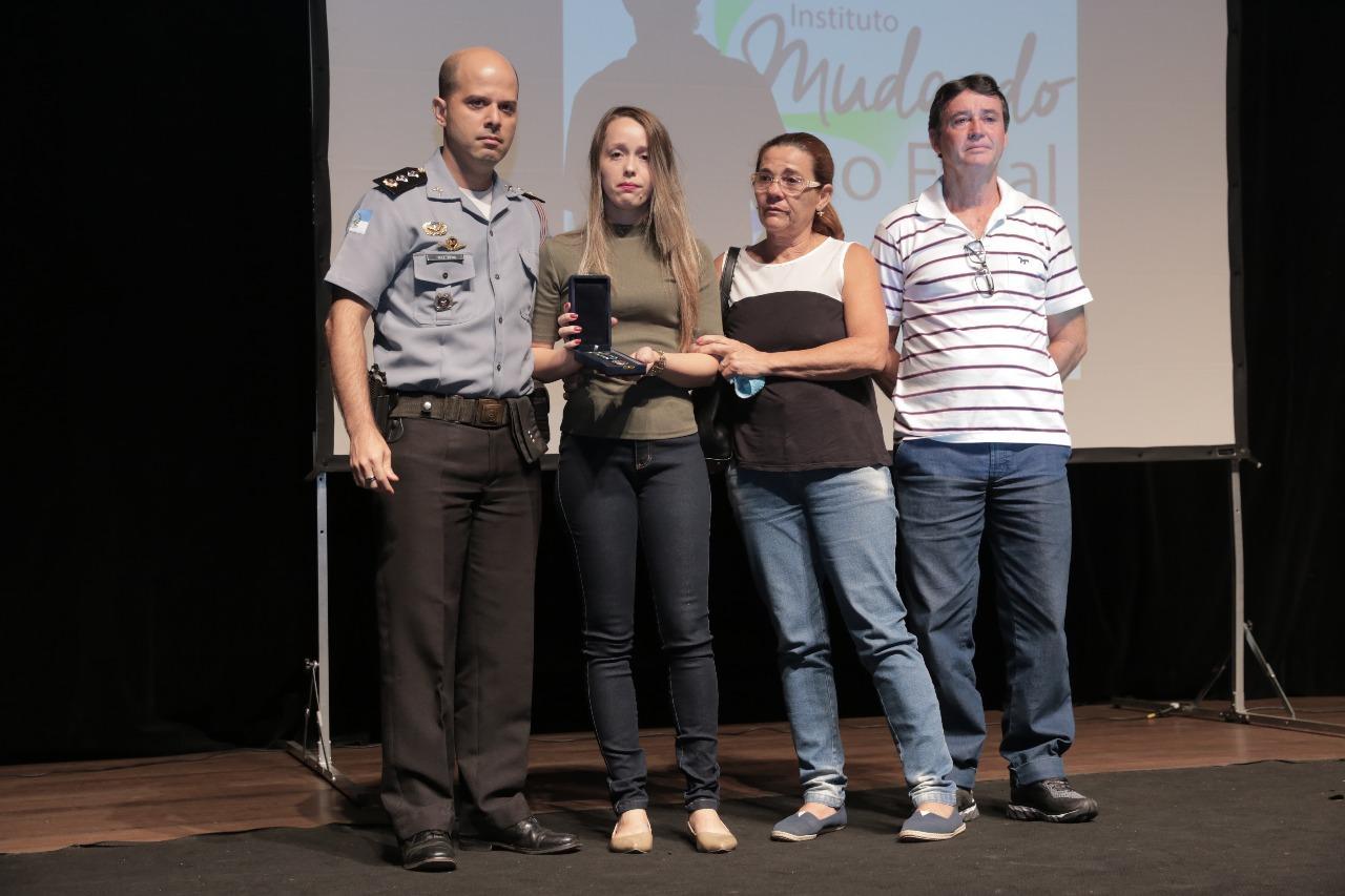 Muita emoção na entrega da Medalha Flávio Duarte deste ano