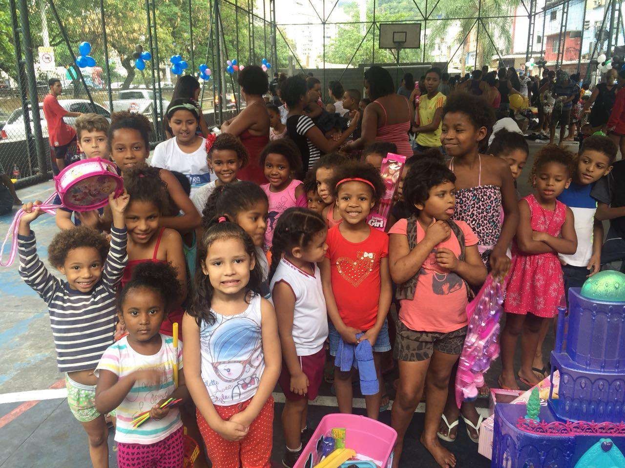 Após campanha, mais de 800 crianças receberam brinquedos e roupas da